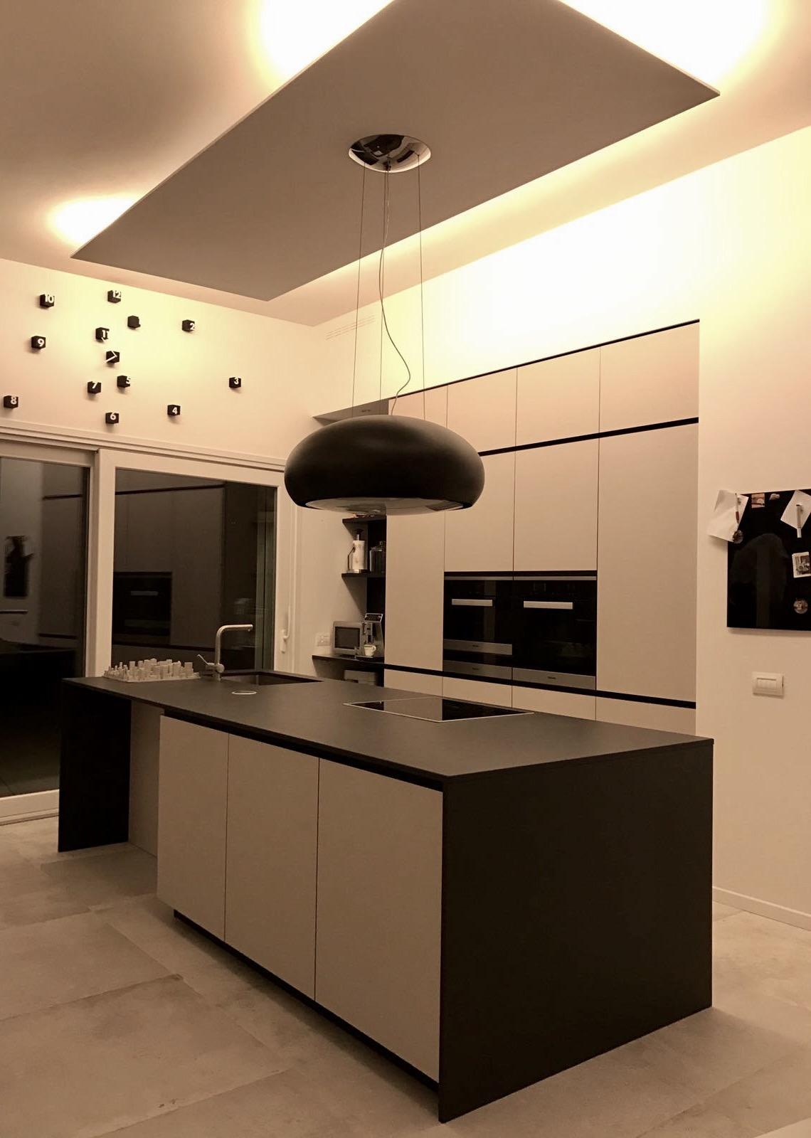 Del fabbro arredamenti a casa di arredatori dal 1920 - Piano cucina in dekton ...