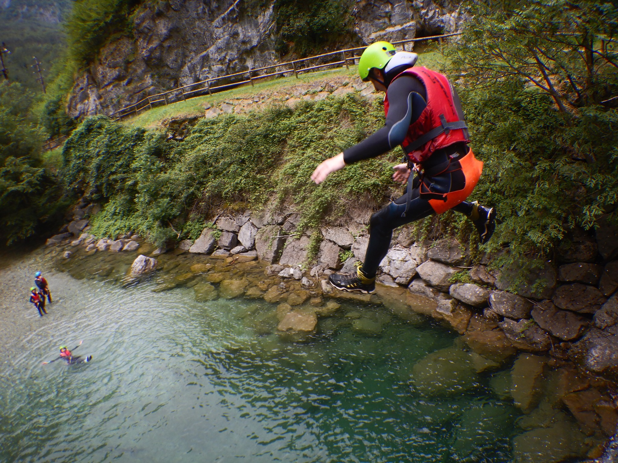 Canyoning nel magnifico torrente a Palvico