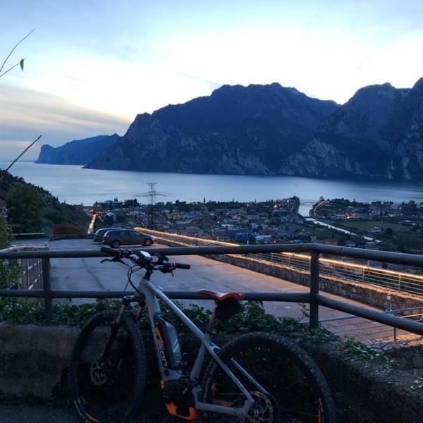 noleggio biciclette elettriche a torbole sul garda