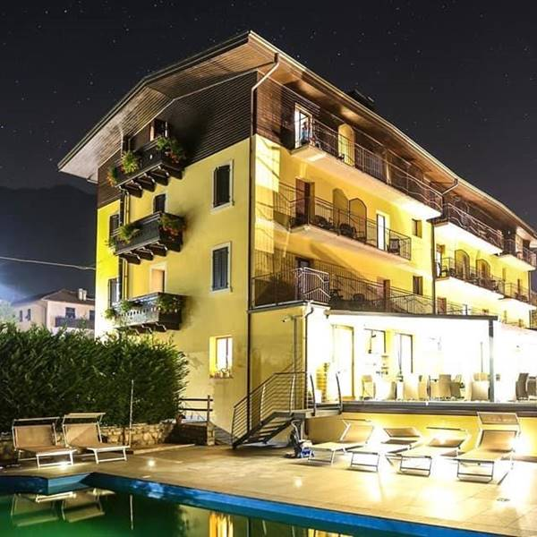 HOTEL MEZZOLAGO